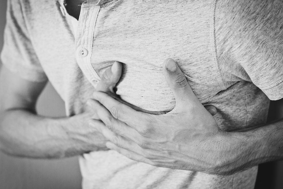 žmogus turi šešis pirštus ir turi hipertenziją