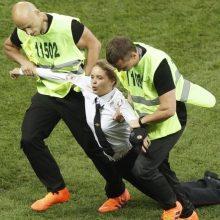 """Protestą futbolo stadione surengusioms """"Pussy Riot"""" narėms – areštas"""