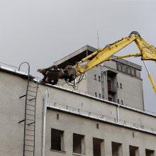 Klaipėdos muzikinio teatro kieme burzgia ekskavatoriai