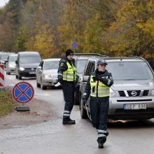 Vėlinių savaitgalį dirbs daugiau policijos: patruliuos prie kapinių, reguliuos eismą