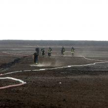 Degantį durpyną gesinantys ugniagesiai: darbo bus mažiausiai kelioms paroms