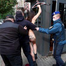 """Ukrainoje """"Femen"""" aktyvistė solidarizavosi su Lenkijos protestais"""