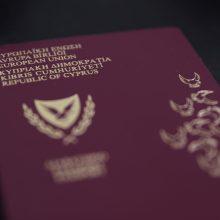 EK žada imtis teisinių procedūrų dėl Kipro ir Maltos vykdomos prekybos pasais