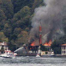 Stambule gaisras apgadino istorinę mečetę