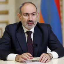 Armėnų bažnyčios vadovas ragina šalies premjerą trauktis iš pareigų