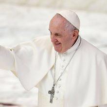 Dokumentinis filmas apie popiežių užkaitino aistras dėl vienos lyties santuokų