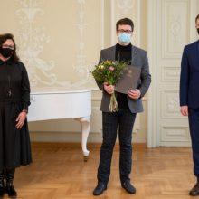 Kultūros ministras S. Zoniui įteikė Jaunojo muzikos atlikėjo premiją
