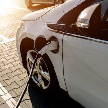 """""""Ford"""" žada dvigubinti investicijas į elektromobilius"""