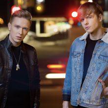 """Pusbrolių duetas pristato """"Eurovizijos"""" atrankoje atliktos dainos studijinę versiją"""