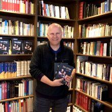 """J. Bittner knyga """"Tylos uždanga"""" – jautri nacių kareivio sūnaus išpažintis"""