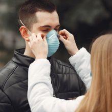 Čekijoje nuo pirmadienio viešose vietose bus privaloma dėvėti respiratorius