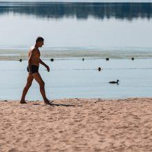 Kauno marių paplūdimio gelbėtojai nemėgsta tik banglentininkų
