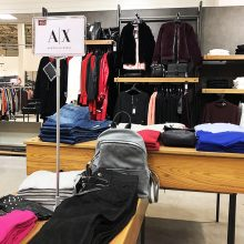 """Atidaroma didžiausia firminių drabužių išparduotuvė Klaipėdoje """"F8 OUTLET"""""""