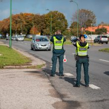 Nedrausmingi vairuotojai – pareigūnų piktžaizdė: per savaitę nubausti 143 asmenys