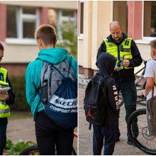 Prie mokyklų – policijos reidai: tikrina, ar moksleiviai laikosi taisyklių
