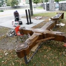 Marijos Taikos Karalienės bažnyčios šventorių papuoš naujas kryžius