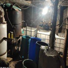 Stambus laimikis Šilutėje: policininkai rado penkias tonas naminės degtinės raugo