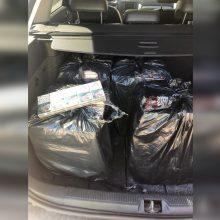 Kelionė į Klaipėdą baigėsi Raseiniuose: automobiliu gabeno kontrabandines cigaretes