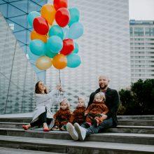 Trynukes auginanti šeima: tėvų meilę tenka dalyti trims, bet ji dėl to – ne mažesnė