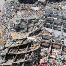"""Izraelis: """"Hamas"""" slopino signalus iš sunaikinto žiniasklaidos pastato Gazos Ruože"""