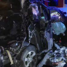 Panevėžio rajoną supurtė tragiška avarija: susidūrė du automobiliai ir vilkikas, žuvo moteris