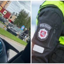 Beteisis BMW vairuotojas Panevėžyje sukėlė avariją: kliudė du automobilius, nukentėjo žmogus