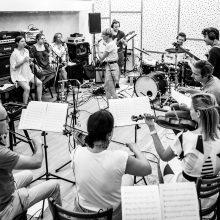 """Festivalio """"Midsummer Vilnius"""" užkulisiai: """"Empti Orchestra"""" ir G. Vilkickytės repeticijų akimirkos"""