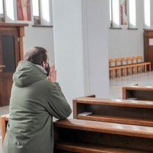 Bažnyčioms – naujos rekomendacijos dėl COVID-19: tikintieji baiminasi nuotolinių mišių