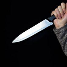 Šiaulių rajone per konfliktą, kilusį tarp neblaivios poros, peiliu sužalotas vyras