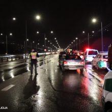Policija: praėjusią parą daugiau negu pusė eismo įvykių įvyko lyjant