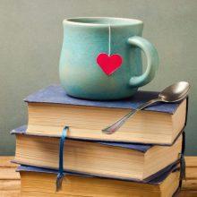 """Visą vasarą – Istorijų namų parodų inspiruoti literatūriniai pokalbiai """"Knyga ir kava"""""""