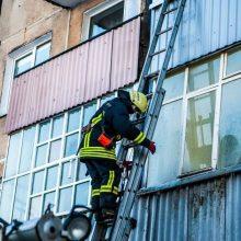 Per gaisrą Klaipėdoje dūmais apsinuodijo moteris