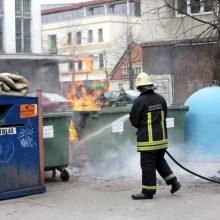 Šilutės plente vėl padegti atliekų konteineriai: kiek dar tai tęsis?