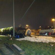 Ekologinė avarija Klaipėdoje: nuo bėgių nuvirtus cisternai išsiliejo tonos dyzelino