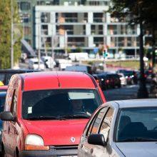 Seimas atmetė taršių automobilių mokestį