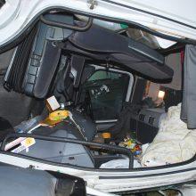 Šeštadienio naktį susidūrė du vilkikai, vairuotojai išvežti į ligoninę