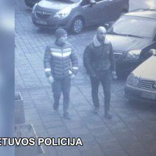 Ieško plėšikų: šie du vyrai įtariami bandę pagrobti BMW <span style=color:red;>(gal pažinsite?)</span>