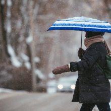 Orai gražūs nebus: žvarbus vėjas atgena kritulius