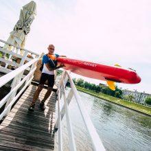Nuotykis: italas pasiryžo nuo Vilniaus iki Kauno nuplaukti irklente