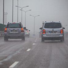 Būkite atidūs: pietryčių ir rytų Lietuvos keliuose yra slidžių ruožų