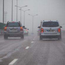 Įspėja: Šiaulių ir Kauno apskrityse kelius vietomis padengė šarma