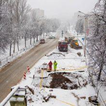 Dėl vandentiekio avarijos Žemaitės gatvėje dar ribojamas eismas