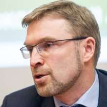 Ministras L. Kukuraitis: vaikų iš šeimų paimama mažiau
