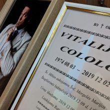 Lietuva toliau atsisveikina su V. Cololo: į šermenis plūsta žmonės