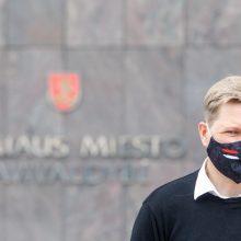 Vilniaus savivaldybėje – FNTT kratos dėl plaučių ventiliavimo aparatų pirkimo