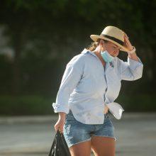 Florida grumiasi ne tik su virusu: ruošiasi artėjančiam uraganui