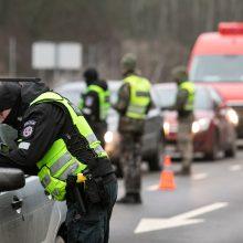 Grąžinami judėjimo ribojimai: policija įvardijo išimtis, kada keliauti galima