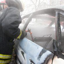 Namo kieme Vilniuje sudegė du automobiliai, įtariamas padegimas