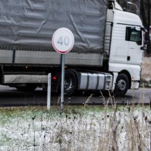 Rinkitės saugų greitį: rajoniniuose keliuose yra slidžių ruožų