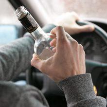 Nuteistas vyras, neblaivus vairavęs automobilį ir bandęs apkaltinti draugą